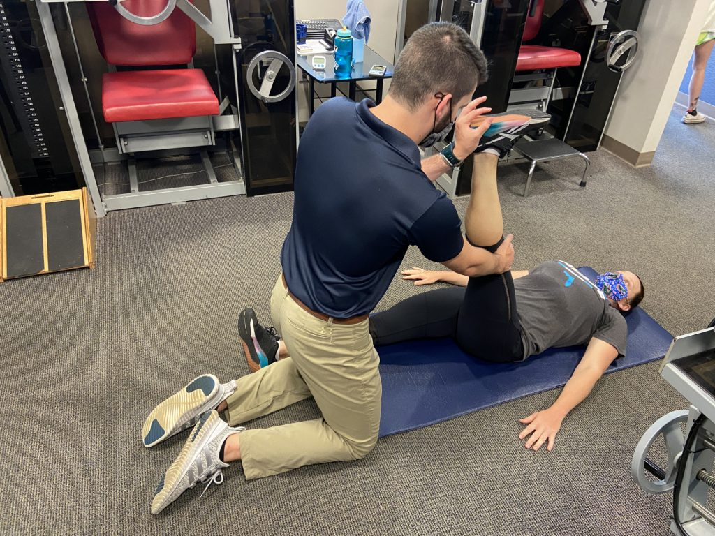 physical therapist does pnf stretching hamstrings